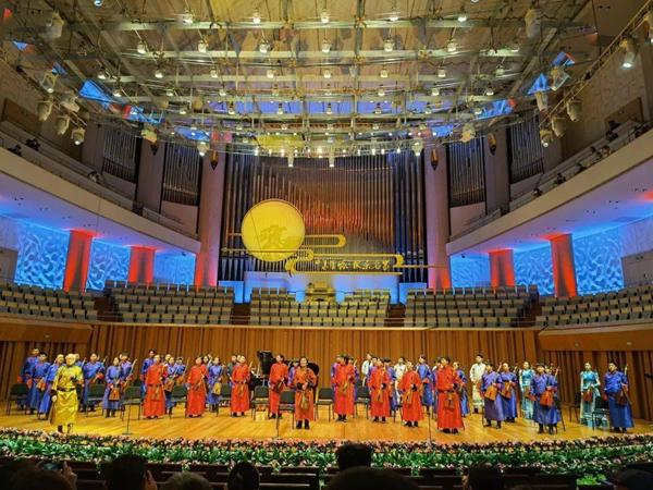 """""""赞歌""""齐·宝力高马头琴新年音乐会在北京国家大剧院上演"""