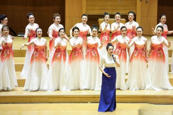 中央民族乐团献红歌音乐会 民族乐器焕发经典活力
