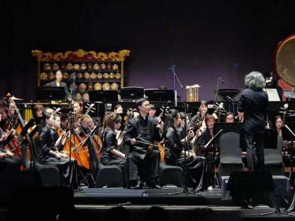 丝竹江南之韵,苏州民族管弦乐团亮相上海草坪音乐会